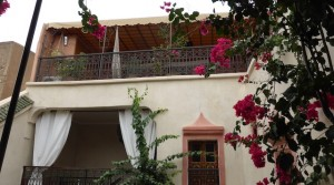 3 bedrooms riad. Bright traditional courtyard.