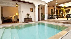 RARE : guest house riad 17 bedrooms, direct access by car, large swimming pool.