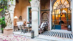 Historic riad, 18th century, 10 bedrooms, wide patios…