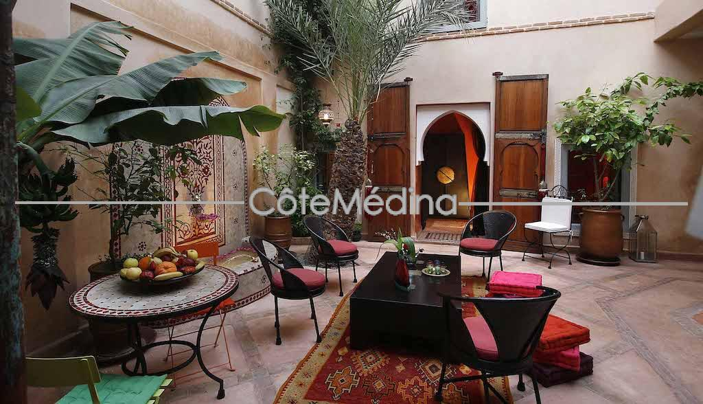 To seize! Charming guest house, 4 bedrooms with bathroom, Easy access. Beautiful terrace with view